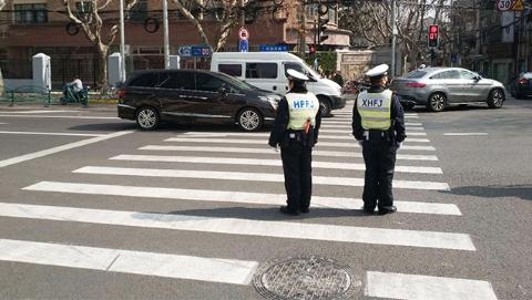 """区与区交界交通乱点如何两边都不""""撂挑子""""?上海警方创新""""轮值制""""破难题"""