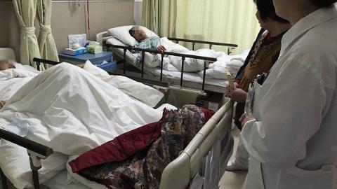 """父子肝癌同住一间病房 幸获""""天使""""爱心捐助"""