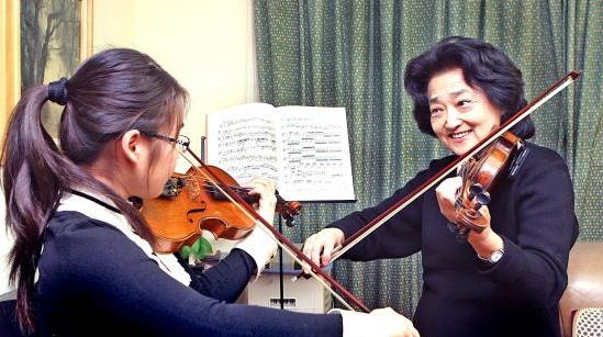 俞丽拿获全国三八红旗手标兵称号 她让小提琴开始讲中国话