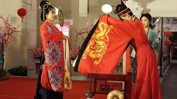 民俗恋上元宵 群艺馆与市民相约中式情人节