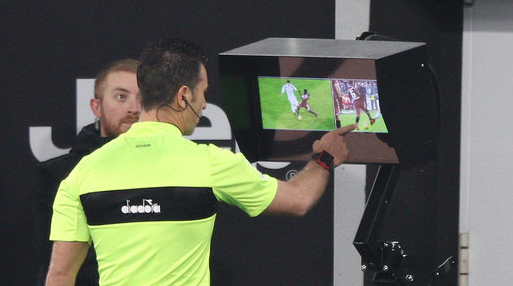 """足球规则增加""""录像裁判""""内容 世界杯引入该技术势在必行"""