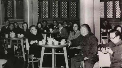 中国东方歌舞团艺术家忆往昔,周恩来总理的关怀最难忘
