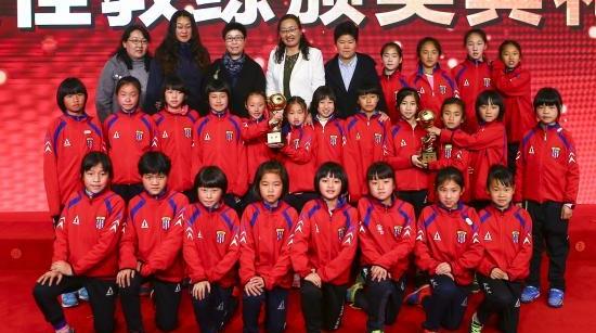 辛苦了,教练!2017上海市青少年足球最佳教练昨晚颁奖