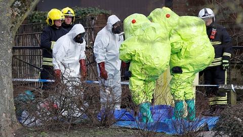 """英警方:前俄罗斯""""双面间谍""""父女遭神经毒剂袭击"""
