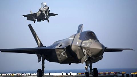 """美军两栖舰首次""""搭档""""F-35B战机"""