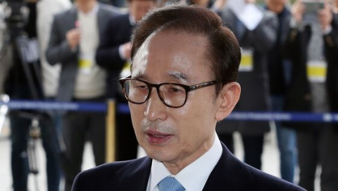 韩国第五位前总统被调查!李明博上午到监察厅报到并向国民致歉