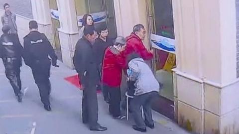 上海好心人|老人回家途中血糖下降至1.6  热心市民帮忙送医治疗