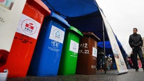 """2020年居住区普遍推行垃圾分类 上海将逐步推行""""定时定点""""投放"""