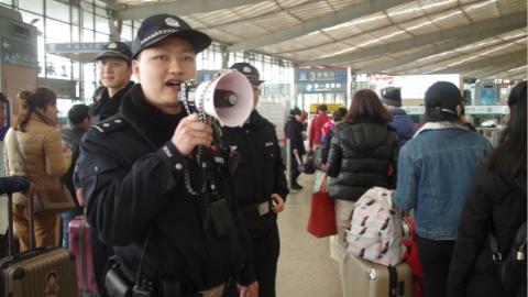 铁路三大客站迎来踏青扫墓客流高峰 沪铁警启动春游安保方案