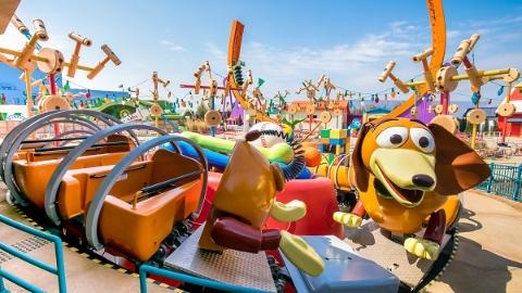 胡迪、翠丝入住迪士尼乐园 玩具总动园首发实景图