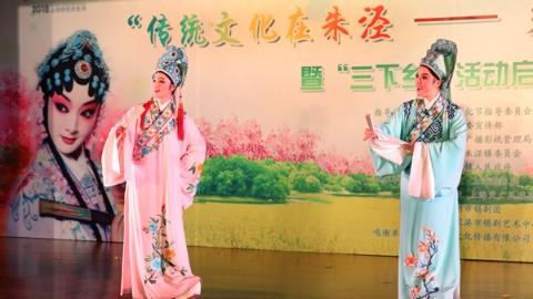 """名家""""民星""""演出到田头 金山朱泾乡村戏曲文化周开幕"""