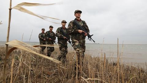 世界水日:青草沙边防官兵开展实兵演练 确保上海水源地安全