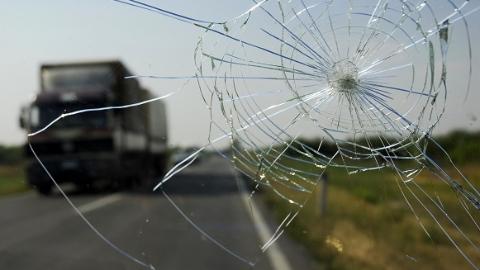 集卡撞击电瓶车 骑车人当场身亡
