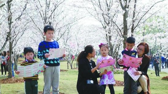 """种下诗意的种子催发艺术的幼芽 市民文化节""""文化服务日""""见闻"""