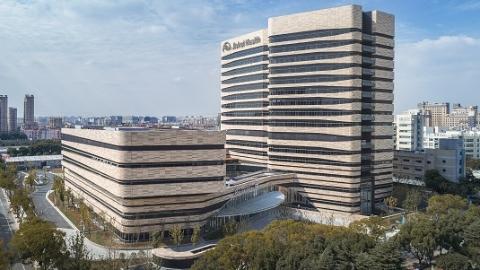 中美专家当着患者面会诊 沪首家三级综合国际医院肿瘤中心昨全面开诊