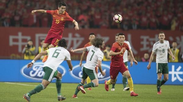 连败2场惨丢10球,中国足球从中国杯到世界杯有多远?
