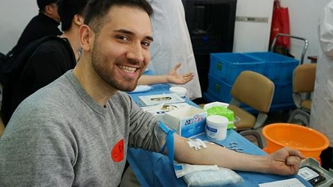 正能量|张江镇:外国友人走进献血点 是爱心更是人生追求