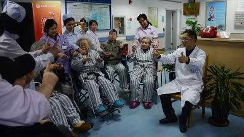 打浦桥街道社区卫生服务中心家庭医生团队:不止救人 更要医心