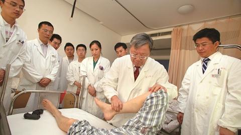 """""""慢性筋骨病学""""被广泛推广应用 它的创立人入选""""中国好医生""""月度人物"""