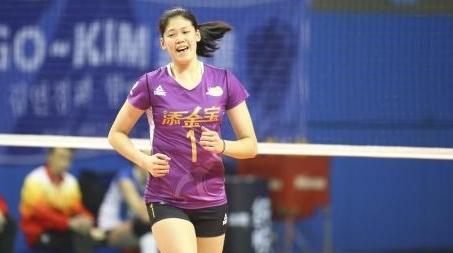 18岁天津主攻手李盈莹排超成名:沉稳的小将 老练的新人