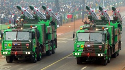 """强推""""武器国产化"""" 印度自陷尴尬境地"""