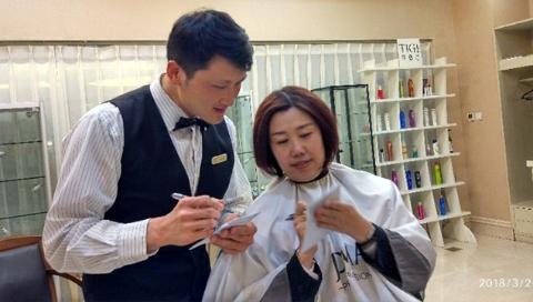 新时代奋斗者 | 聋哑人理发师李栋: 发剪之间,传递无声的爱与美