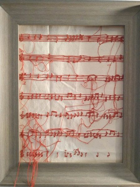 学生用针线把校歌做成艺术品.jpg