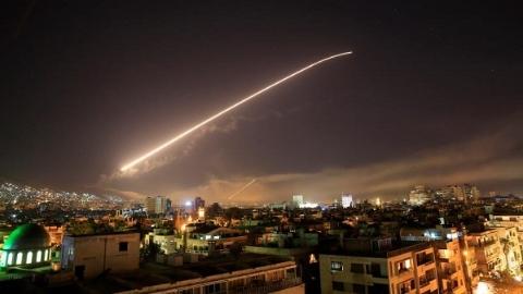今日焦点|大马士革火光冲天!美英法空袭叙利亚遭谴责