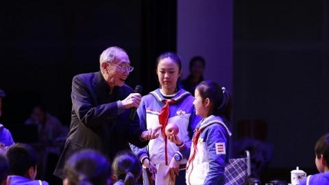 """八旬名师贾志敏""""重回""""教学大舞台:教作文就是教做人"""