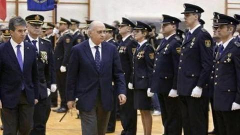 """""""假文凭""""丑闻发酵,西班牙200名警察本科文凭涉嫌作假"""