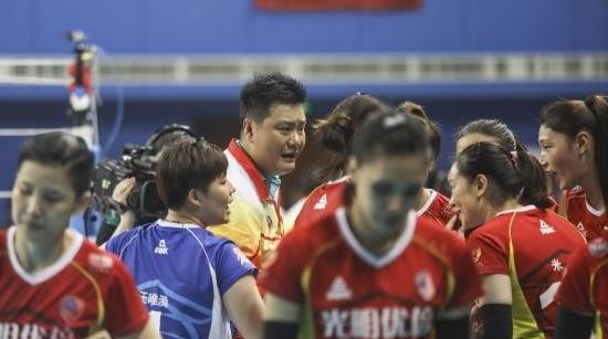上海女排主帅王之腾:本赛季球员都有90分,下赛季金软璟还是首选