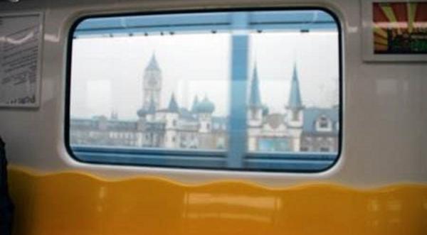 长知识:地铁车窗玻璃四个角为啥是椭圆的?