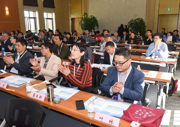 图说:新经济时代应用技术人才培养研讨会昨天举行 来源:上海电机学院(2).jpg