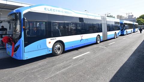 上海首条BRT奉浦快线今起投入运营