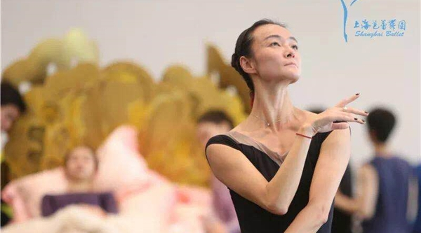 芭蕾舞者范晓枫的涅槃:跟腱断裂390天后,她又穿上了脚尖鞋