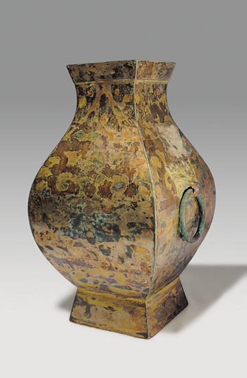 两件国宝级青铜器——兽面纹方觚和信成侯鎏金方壶近日已入藏上海博物馆