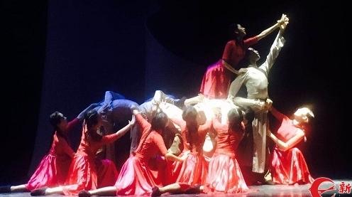 """""""汇创青春""""戏剧舞蹈展演举行:激发学子思考生活与艺术"""