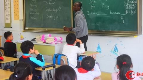 """有趣,留学生来上英语课!临港儿童大学发展步入""""快车道"""""""