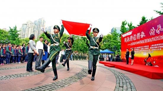 今早,上海市中小学生爱国主义教育主题升旗仪式举行