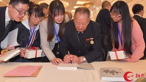 【新时代新气象新作为】《时代领跑者——上海劳模口述史》在沪首发