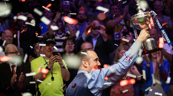 """说到做到!威廉姆斯""""裸奔""""庆祝第三次问鼎世锦赛冠军"""