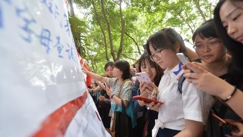 """上海民办中小学报名""""降温"""" 预计录取比例大幅上升"""