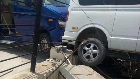 """错把油门当刹车 """"开小差""""驾驶员失误操作造成三车受损"""