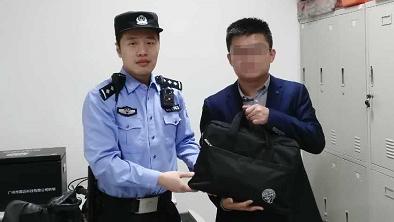 装有竞标文件的电脑包遗落安检机 民警按图索骥半小时找到失主