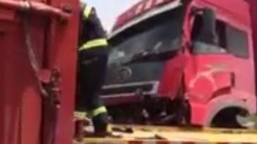沈海高速6车相撞致拥堵超过5公里 平板车驾驶员被困受伤