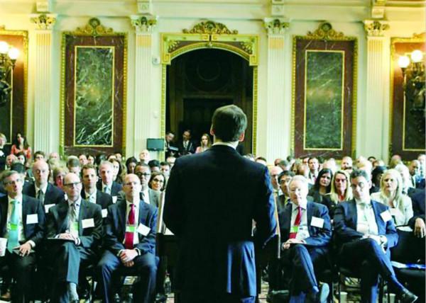 白宫首次召开专题会 特朗普:发展人工智能  只加油不设限