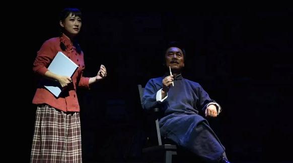 """萧红首度""""站""""上舞台,鲁迅口中最具前途女作家什么样?"""