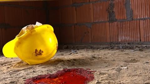 杨浦区开鲁路一工人安装窗户时高坠身亡