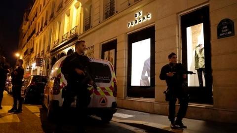 法国巴黎发生持刀袭击事件  1死4伤