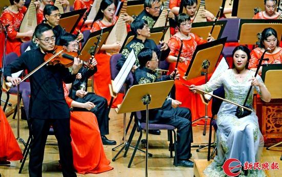 二胡强敏薇与中提琴郭家豪在演奏《二泉映月》-郭新洋.jpg
